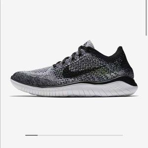 NEW Nike Flyknit Sneakers Size 8.5